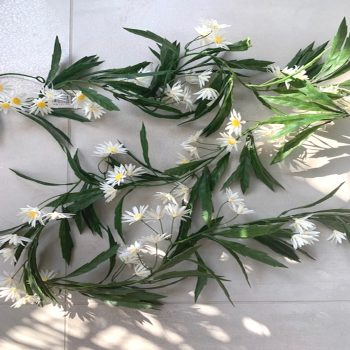 Artificial Meadow White Daisy Garland