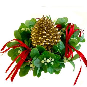 mistletoe candle ring with green foliage